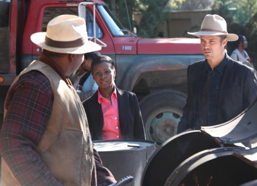 JUSTIFIED: Episode 4: The Devil You Know (Airs February 7, 10:00 pm e/p). Pictured L-R: Mykelti Williamson, Erica Tazel and Timothy Olyphant. CR: Prashant Gupta / FX.